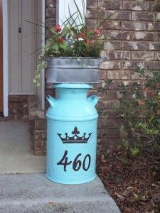 Painted this old milk can the hubs brought home, added some vinyl and a planter on top.  It makes me happy.