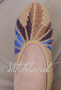 StitchLand: Leaf slippers. English pattern at bottom of page.