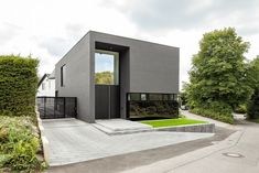Haus H: moderne Häuser von ZHAC / Zweering Helmus Architekten