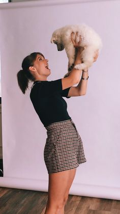 """Maya Hawke playing with puppies was honestly the most adorable thing ever! Video coming soon ✨ Celebrity Gossip, Celebrity Crush, Margot Robbie Hot, Stranger Things 3, Joe Keery, Zendaya Coleman, Good Looking Women, Millie Bobby Brown, Harajuku Fashion"