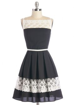 Love the lace insets on this dress - so pretty