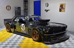 『ジムカーナ』で有名なケン・ブロックがこれまでビデオ・シリーズの中でドライブしていたクルマは、フォード「フォーカス」などのラリーカーが主だった。しかし、最新作『ジムカーナ7』で彼が駆るのは、旧車を改造したモンスターマシンだ。…
