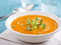 Soupe de carottes au curry : Recette de Soupe de carottes au curry - Marmiton