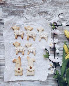 Dzień dobry! ☉ Z samego rana zapraszam na wielkanocne orkiszowe ciasteczka  ⏩waniliowachmurka.blogspot.com Ps: Wszystkie foremki do ciastek znajdziesz w @bakeshoppoland  #ciastka #orkisz #fotografiakulinarna #piekezbakeshop #bakeshoppoland #wielkanoc #polska #wiosna #słodkości #polishgirl #foodblogger #foodstyling #foodporn #waniliowachmurka #polishgirl #darlingweekend #easter #sweet #cookies #cookiegram #sweet #springishere #spring #flowersmagic #floral #nordsgn #wood #instafood...