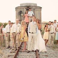 amazing wedding picture ideas! this site is great