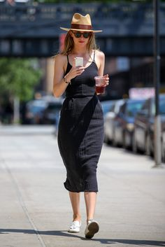 Dakota Johnson - Women´s Fashion Style Inspiration - Moda Feminina Estilo Inspiração - Look - Outfit