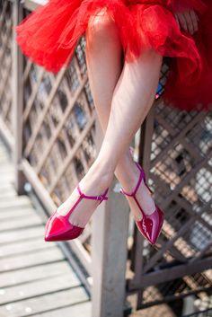 Artistic Visions & Timeless Silhouettes - Ghazal Paris - Wendy's Lookbook Classic Pumps, Classic White, White Dress Summer, Summer Dresses, Spirit Of Summer, Artistic Visions, Wendy's Lookbook, Red Pumps, Color Pairing