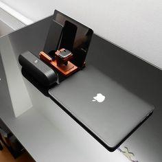 Electronics and Gadgets beatbox macbook pro iPhone, iPad, iWatch black sleek minimalistic. Steve Wozniak, Mac Book, Apple Inc, Macbook Pro Accessories, New Ipad Pro, High Tech Gadgets, Electronics Gadgets, Technology Gadgets, Desk Setup