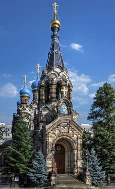 Dresden, Russian Orthodox Church by Architects Harald Julius von Bosse & Karl Weissbach by *pingallery Russian Architecture, Church Architecture, Beautiful Architecture, Magic Places, Houses Of The Holy, Take Me To Church, Cathedral Church, Old Churches, Church Building
