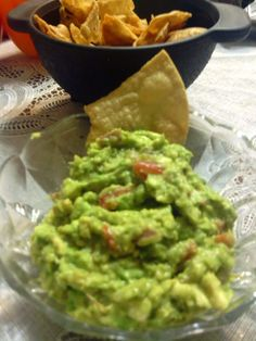 """Best guacamole ever! Super easy - """"like to try out different recipes for guacamole, this is a good one"""" @allthecooks #recipe"""