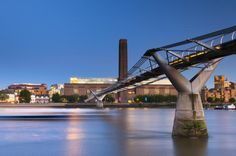 UK, London, Bankside, Tate Modern and Millennium Bridge over River Thames - © Alan Copson / Getty Images
