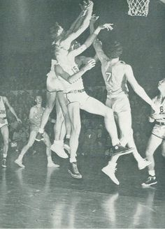 1948 Wyoming-Oregon basketball game at McArthur Court. From the 1949 Oregana (University of Oregon yearbook). www.CampusAttic.com Basketball History, Basketball Games, University Of Oregon, Wyoming, History Of Basketball, Basketball Plays