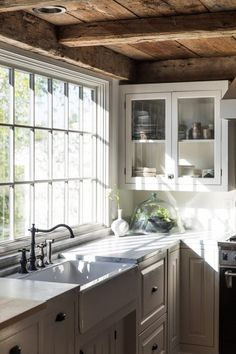 Kitchen Sink in Anthony Esteves Cape in Maine, Photo by Greta Rybus