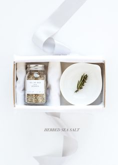 HANDMADE HOLIDAY | HERBED SEA SALT - Besotted » DIY
