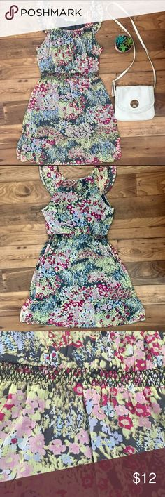 "Floral summer dress Cute dress with elastic waistband gives a nice shape. Gently used in great condition! Measurements: Length 34.5"" hits just above the knee on me and I am 5'5"" for reference. 17.5"" armpit to armpit. Remember to bundle and save or make me an offer I accept most offers! Old Navy Dresses"