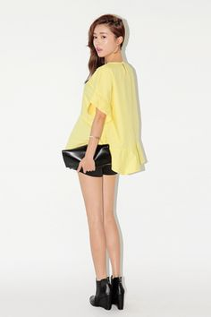 Today's Hot Pick :Butterfly Sleeved Blouse with Key Hole Back http://fashionstylep.com/SFSELFAA0033570/stylenandaen/out Fly away on a romantic adventure with this lovely blouse. It comes with a crew neckline, short butterfly sleeves, key hole back, ruffled hem that hit below the hips, and an overall relaxed fit. Wear with shorts or skinny jeans for versatile looks.