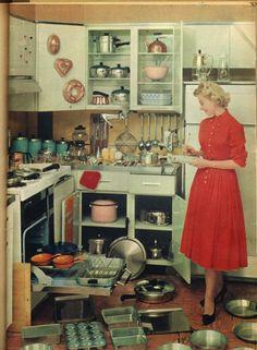 Nos anos 50, lugar de mulher era na cozinha, por mais machista que isso possa parecer. As coz...