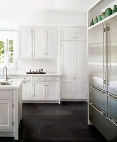 white kitchen with black slate floor Wood Floor Kitchen, Kitchen Flooring, Kitchen And Bath, New Kitchen, Kitchen Cabinets, White Cabinets, Slate Kitchen, Kitchen Ideas, Shaker Cabinets