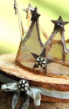 Stars...using mesh as a medium to make a crown is a good idea