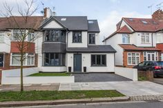 A Dream British Home for Parties Whitton Drive : Modern houses by GK Architects Ltd Style At Home, 1930s House Exterior, Exterior Windows, Rendered Houses, House Extension Design, Extension Ideas, Porch Extension, Rear Extension, Home Exterior Makeover