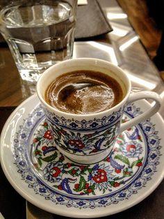 Turkish Coffee at Neorion Hotel in Istanbul Turkey Coffee Latte, I Love Coffee, Espresso Coffee, Black Coffee, Best Coffee, Iced Coffee, Coffee Set, Good Morning Coffee, Coffee Break