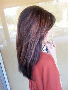 Paul Mitchell chocolate truffle with Carmel highlights. If you want a natural new medium layered hair cuts from summer to fall, why not try these medium layered hair cuts hair styles or colors? There are a ton of options for you to choose. Modern Haircuts, Layered Haircuts, Long Haircuts With Layers, Medium Layered Hairstyles, Long Choppy Layers, Choppy Cut, Long Layered, Medium Hair Styles, Short Hair Styles