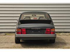 Deze Saab 900 Turbo 16s is vooral in deze zwarte kleur erg gewild en wordt te koop aangeboden in Nederland. De 900 is in 2005 geïmporteerd uit Italië...
