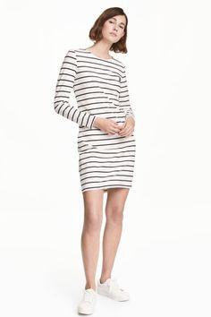 Dżersejowa sukienka: Krótka sukienka z grubego dżerseju z długim rękawem. Bez podszewki.