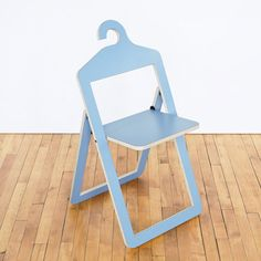 Space-saving chair that can be hung in your wardrobe