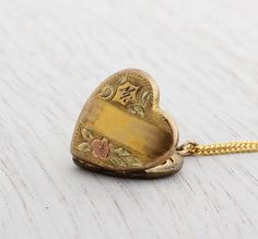 Hey, I found this really awesome Etsy listing at http://www.etsy.com/listing/160454333/vintage-1940s-heart-locket-necklace-gold