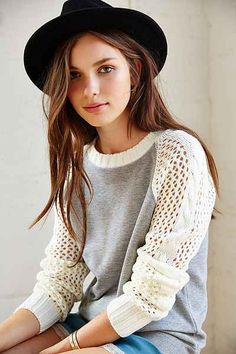 Kimchi Blue Sweater-Sleeve Sweatshirt - Urban Outfitters 79.00