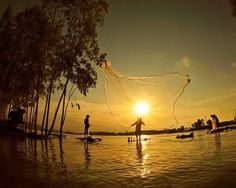 Cảnh ngư dân quăng lưới