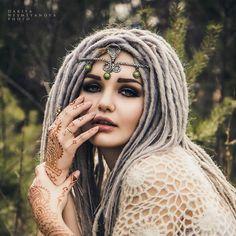 Chic Wearing Beautiful Mehndi Design