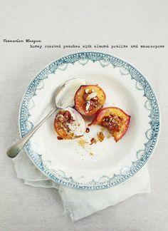 honey roasted peaches with almond praline & mascarpone  mmmmmmmmm!!!!