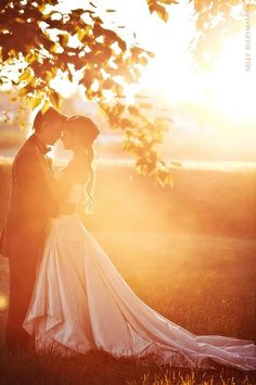 4. Into the Sun - Top 10 Most Romantic Wedding Photo Ideas ... → Wedding