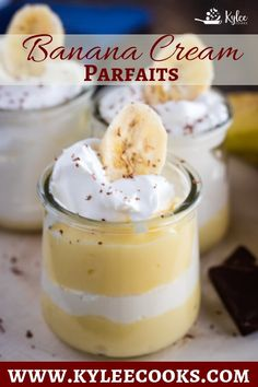Low Carb Recipes To The Prism Weight Reduction Program Banana Cream Parfaits Are A Super Easy Dessert With From-Scratch Pudding Layered Between Whipped Topping, With A Dust Of Chocolate Parfait Desserts, Parfait Recipes, Pudding Desserts, Pudding Recipes, Easy Desserts, Delicious Desserts, Casserole Recipes, Super Easy Dessert Recipe, Best Dessert Recipes