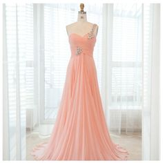 Love this simple prom dress