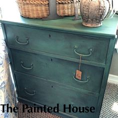 Great mix of Florence and Olive mix with Graphite wash using Chalk PaintⓇ by Annie Sloan #chalkpaint #morethanpaint #thepaintedhouse