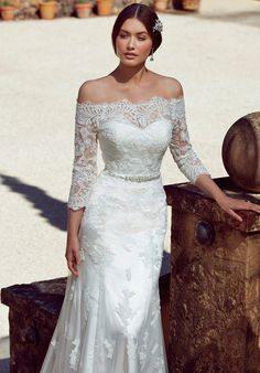 Classic spanish style lace wedding dress with fitted A-line silhouette. Beaded belt attached.