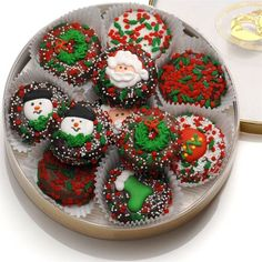 Send them a Wheel of Christmas Oreoså¬ the next time you want to make a sweet impression for the Holidays! These delicious Oreoå¬ Cookies are wrapped in an assortment of decadently delicious fine gour