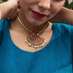 Designer Contemporary Choker Necklace With Red Kemp Stones and Pearls Pendant Necklace Gold Earrings Designs, Beaded Jewelry Designs, Necklace Designs, Gold Temple Jewellery, India Jewelry, Pearl Pendant Necklace, Bold Necklace, Antique Necklace, Fashion Jewelry Stores