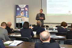 Flavio D'Annunzio, Fondatore e Direttore Commerciale di Digital for Business, mentre presenta le potenzialità del digital marketing per le aziende del Pharma & Healthcare. #D4Amalattierare #D4A #malattierare #digitalmarketing