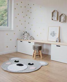 Scandinavian: Decorate children's room with white furniture . - Scandinavian: Decorate children's rooms with white furniture and wood. Great carpet with a bear motif.