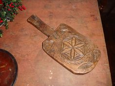 AN EARLY AMERICAN ,CARVED PENNSYLVANIA GERMAN,TIGER MAPLE BUTTER PADDLE / PRINT  CA.1750-1780,EXCELLENT ORIGINAL OVERALL CONDITION / Ebay  sold  499.85