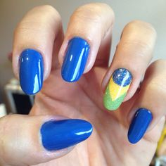 Nails of the week: green, yellow and blue