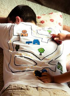22 Brilliantly Creative T-Shirt Designs - BlazePress Cool Fathers Day Gifts, Fathers Day Crafts, Daddy Gifts, Grandpa Gifts, T Shirt Designs, Papa Tag, Activities For Kids, Crafts For Kids, Creative T Shirt Design