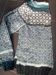 kristin wiola odegard - Google Search Fair Isle Knitting Patterns, Knit Patterns, Motif Fair Isle, Norwegian Knitting, How To Purl Knit, Crochet Fashion, Mantel, Hand Knitting, Knit Crochet