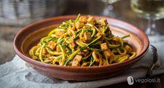 Gli spaghetti di zucchine sono una ricetta per un primo piatto leggero e saporito, ideale per soddisfare anche i palati più esigenti.
