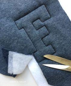 Der Herbst hat uns doch noch schöne warme Tage gebracht! Daher habe ich meinem Sohn noch eine Sweatshirt College Jacke für den Übergang genäht. Da ich keine großen Buchstaben zum Applizieren vorrä…