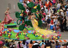 Duchesses show their shoes  Battle of Flowers Parade  Fiesta San Antonio, TX